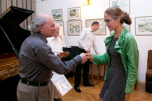 Weronika Górska receives the diploma. Photo by Andrzej Solnica.